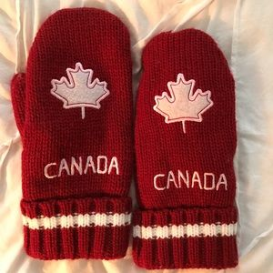 Accessories - Canada mittens red